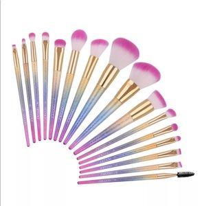 16 mermaid brushes